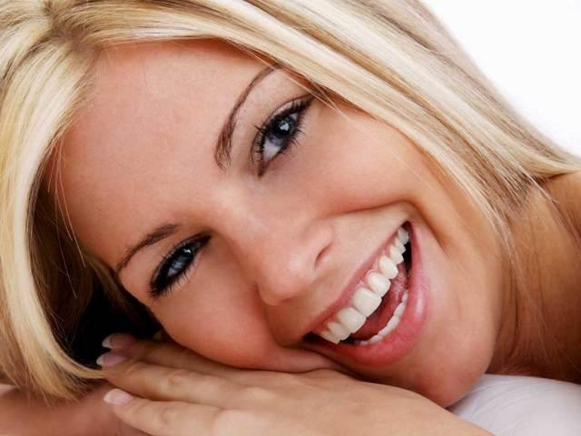 Чтобы зубы были белые: чистить или отбеливать?